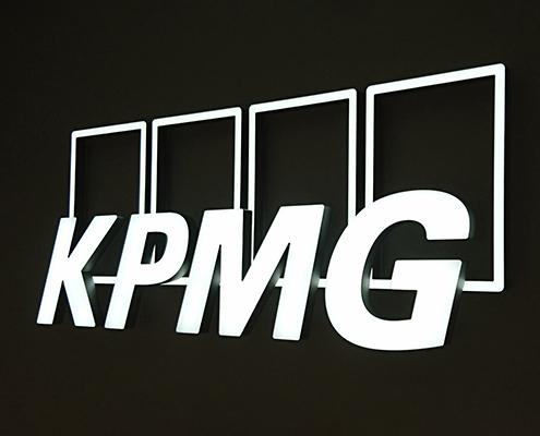 Leuchtbuchstaben-Vollacrylbuchstaben-KPMG-495x400